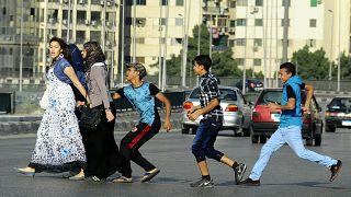 صورة أرشيفية لعملية تحرش بعدد من الفتيات في أحد شوارع القاهرة