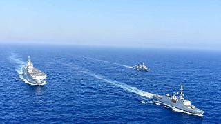 سفن عسكرية يونانية وفرنسية خلال مناورة بحرية في شرق البحر المتوسط، الخميس 13 أغسطس 2020.