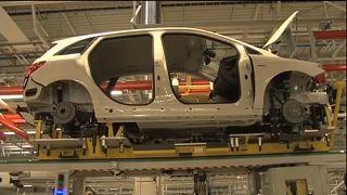 Készülő autó a Mercedes-Benz kecskeméti gyárában