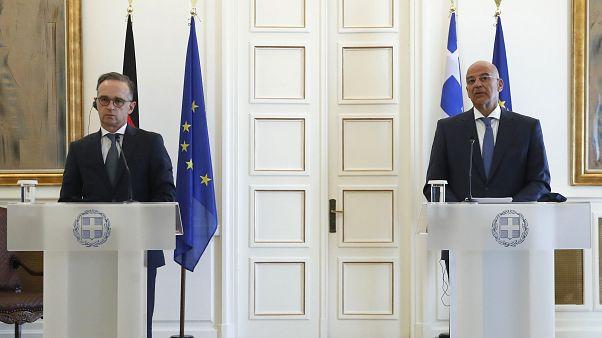 Yunanistan'a resmi ziyarette bulunan Almanya Dışişleri Bakanı Heiko Maas, Yunan mevkidaşı Nikos Dendias ile başkent Atina'da görüştü.