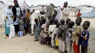 کودکان در نیجریه برای دریافت واکسن فلج اطفال صف کشیده اند. آرشیو/۲۰۱۶