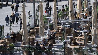 İsveç'in başkenti Stockholm'de bir kafe