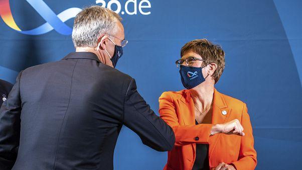 """Kramp-Karrenbauer: """"Segurança da UE exige maior ação"""""""