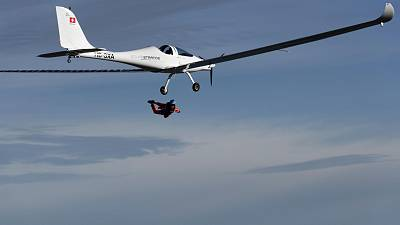 SolarStratos, first jump from a solar-powered plane
