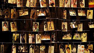 Ruanda Soykırımı'nda hayatını kaybeden kurbanlardan bazılarının fotoğrafları Kigali'deki soykırım anıtında sergileniyor