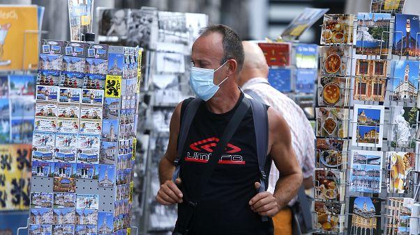 Los contagios siguen aumentando en Europa mientras sus países se preparan para la vuelta al colegio