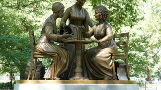 شاهد: أولّ تمثال يكرّم 3 من رائدات الكفاح من أجل النساء في حديقة سنترال بارك في نيويورك