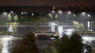إعصار لورا يضرب سواحل لويزيانا