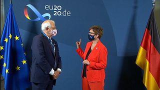 AB Dışilişkiler Yüksek Temsilcisi Borrell ve Alman Savunma Bakanı Kramp-Karrenbauer