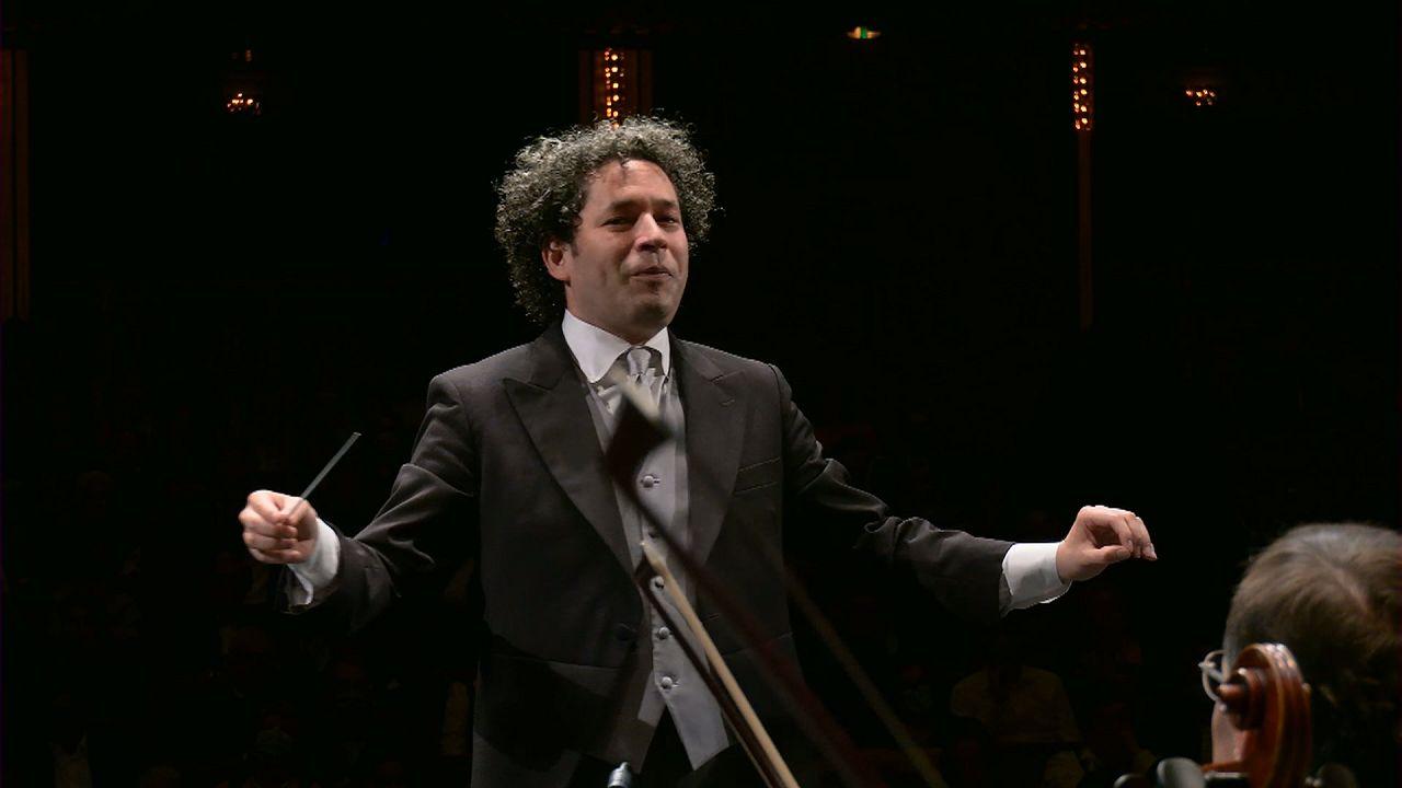 """""""O Pássaro de Fogo"""" de Gustavo Dudamel inspira Festival de Salzburgo"""