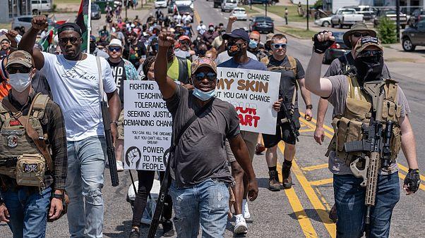 Manifestanti armati a Oklahoma City, giugno 2020
