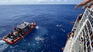حمله کوسه به ۴۰ خدمه شناور گارد ساحلی آمریکا در اقیانوس آرام