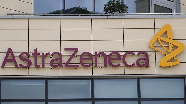 شعار شركة أسترازينيكا في كامبريدج، بريطانيا