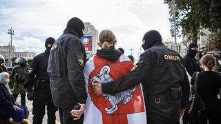 Dezenas de jornalistas detidos em Minsk