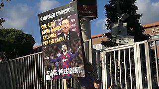 Un aficionado esxige la dimisión del presidente Bartomeu.