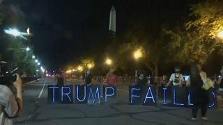 """""""Trump hat versagt"""": Proteste während Präsident sich feiern lässt"""