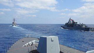 المدمرة الأمريكية يو إس إس ونستون إس. تشرشل والفرقاطة التركية TCG Barbaros وTCG Burgazada corvette خلال تدريبات شرق المتوسط، 26 أغسطس 2020