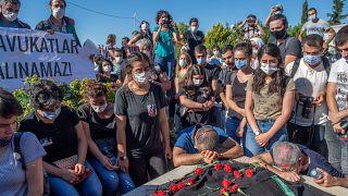 Belehalt az éhségsztrájkba a török ügyvédnő