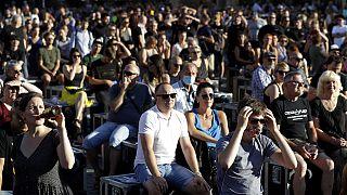 2020. július 27-én több százan tüntettek a cseh kormány túl szigorúnak tartott karanténszabályai miatt