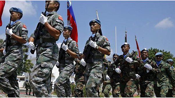 استعراض لقوات حفظ السلام التابعة للأمم المتحدة، استعدادا لتسليم القيادة إلى مهمة أخرى تابعة لليونيفيل في مدينة الناقورة.