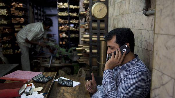 Gece uzun süre akıllı telefon kullanan erkeklerin bekleyen tehlike