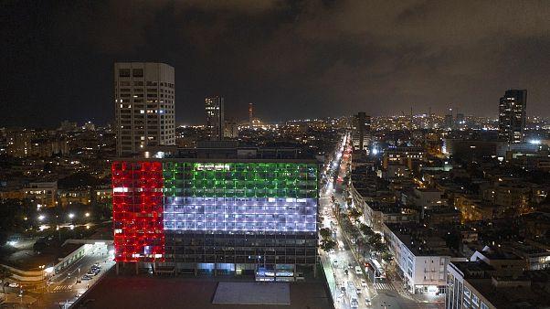 العلم الإماراتي على مبنى بلدية تل أبيب