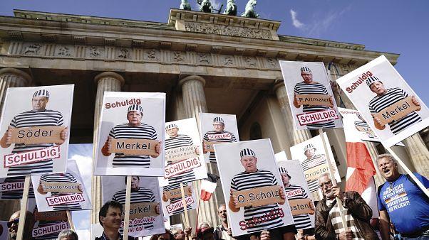 Berlin: feloszlatta a rendőrség a korlátozó intézkedések elleni demonstrációt