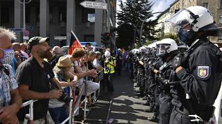 رویارویی پلیس با معترضان به محدودیتهای کرونایی در برلین