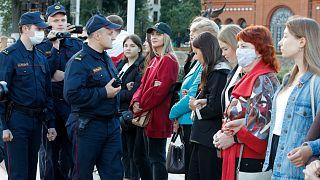 شرطة بيلاروس أثناء مظاهرة نسائية في مينسك