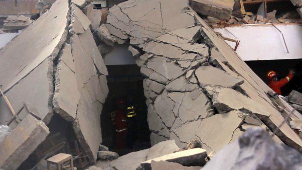 Az épület romjai a katasztrófa után