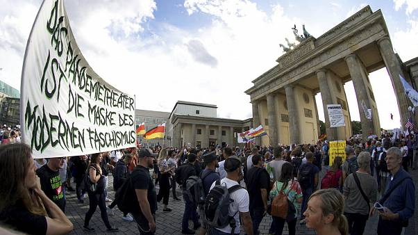 Koronavírus: Európa nagyvárosaiban tüntettek a maszkviselés ellen