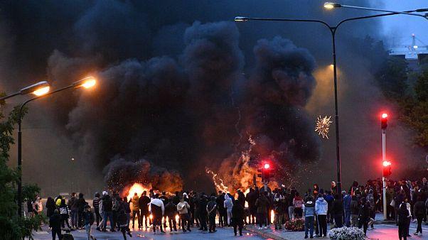 Szélsőségesek a Koránt égetik a svédországi Malmőben, 2020. augusztus 28.