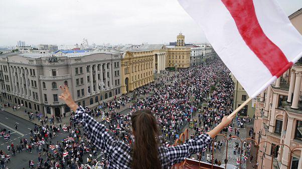 Más de 10.000 mujeres marcharon en Bielorrusia contra la violencia policial durante las protestas