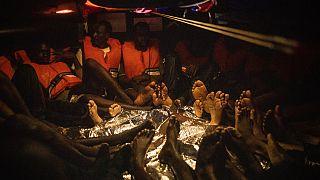 Το ιταλικό λιμενικό απάντησε στην έκκληση για βοήθεια που εξέπεμψε το Louise Michel και απομάκρυνε 49 από τους μετανάστες που είχε διασώσει το πλοίο