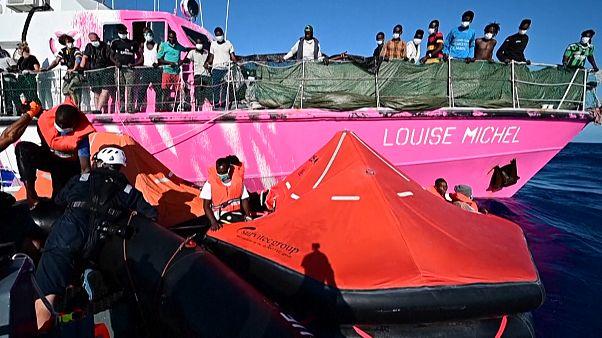 Megmentették Banksy mentőhajójának utasait