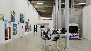 """Vue de l'exposition """"Jusqu'ici tout va bien"""" au Palais de Tokyo, Paris"""