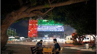 إضاءة مبنى بلدية تل أبيب بألوان العلم الإماراتي