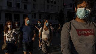 Los países europeos se enfrentan a la segunda ola del coronavirus durante el regreso a clase. El mundo lucha contra el virus que se ha cobrado la vida de 800.000 personas.