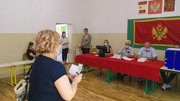 Montenegró választ: magas részvétel, szoros küzdelem
