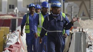 عمال في قطر يعملون في إستاد لوسيل في كانون الثاني/ديسمبر 2020