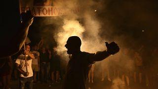 Celebraciones de los partidarios de los grupos de oposición después del cierre de las urnas en las elecciones parlamentarias de Montenegro en Podgorica, Montenegro.