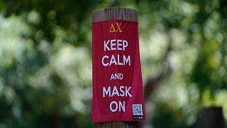 """""""Maradj nyugodt, és viselj maszkot!"""" – üzenet az Észak-Karolinai Egyetemen"""
