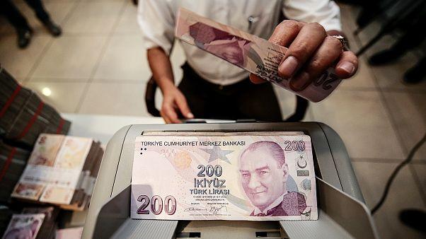 Türkiye ekonomisi yılın ikinci çeyreğinde yüzde 9,9 küçüldü