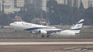 El Al Havayolları'na ait Kiryat Gat adlı uçak, ABD'li ve İsrailli heyeti Birleşik Arap Emirlikleri'ne taşıyan ilk ticari uçuş olarak kayıtlara geçti