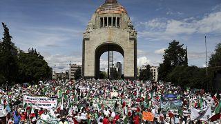 Manifestantes exigen la renuncia del Presidente Andrés Manuel López Obrador en la Plaza de la República de la Ciudad de México, el 30 de agosto de 2020.