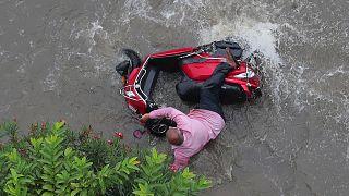Güney Asya'daki muson yağmurlarında 200'e yakın kişi hayatını kaybetti