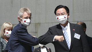 Çekya Senato Başkanı Milos Vystrcil (solda), Tayvan'a resmi ziyaret gerçekleştirdi