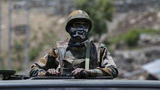Hindistan Çin sınırına yakın noktada görev yapan Hint askeri