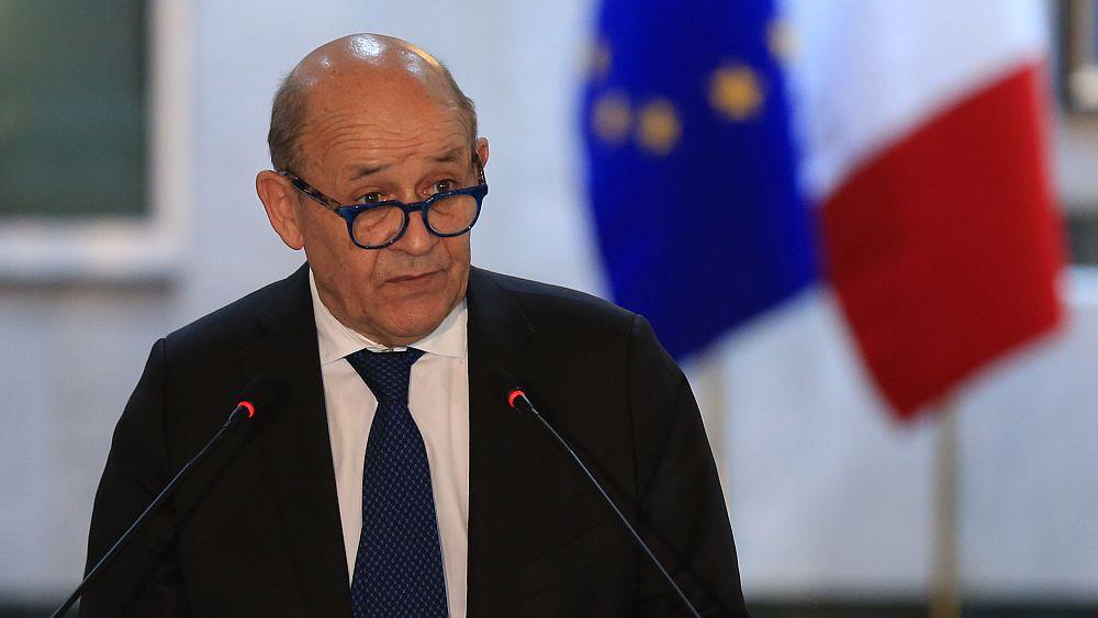 Fransa, İngiltere'yi AB  ile yürütülen ticaret anlaşması müzakerelerini  geciktirmekle suçladı