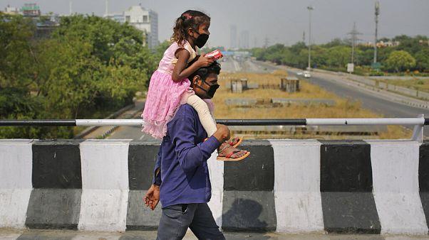 Hint baba kız çocuğuyla birlikte